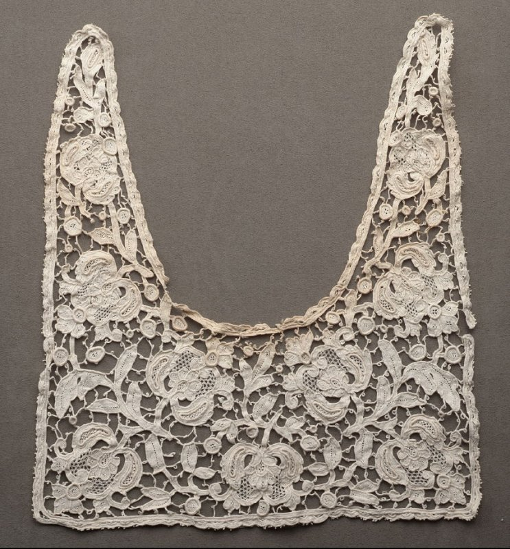 Middy collar, lace