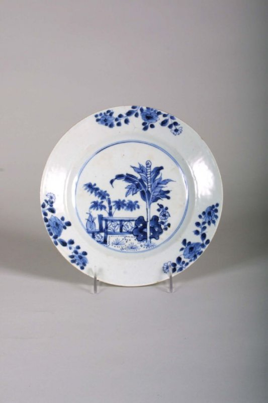 Plate, blue and white Chinoiserie fenced garden
