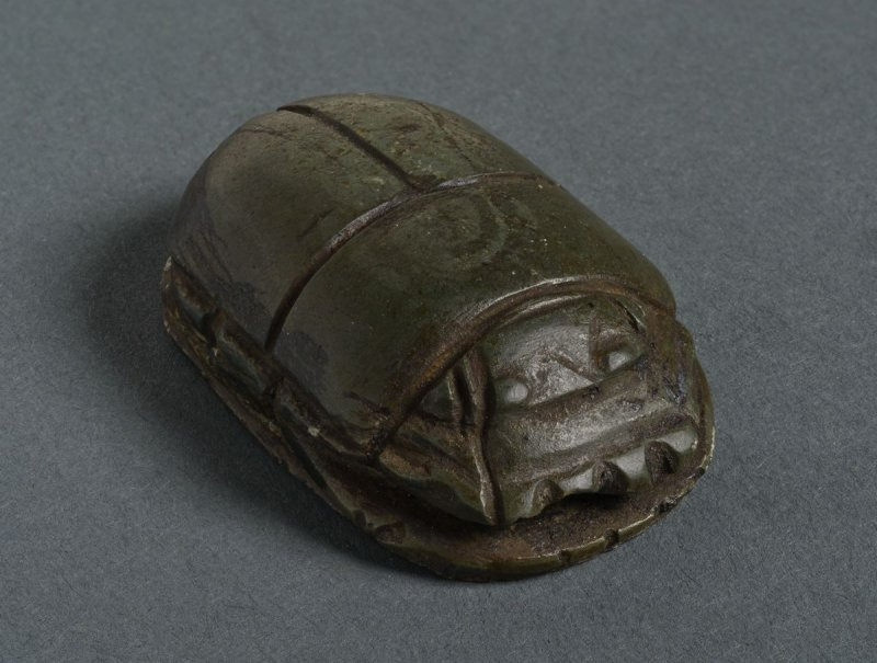 Scarab with kneeling suppliant
