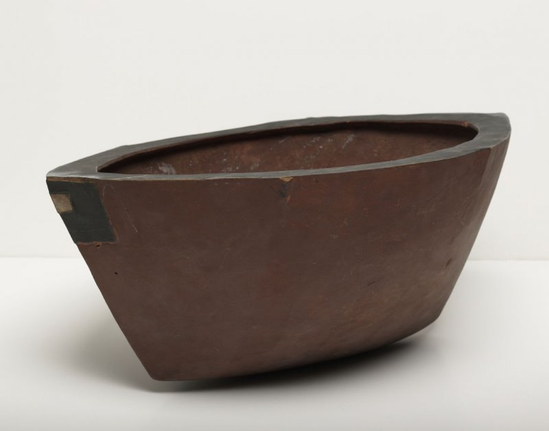 Boat-shaped bowl - red