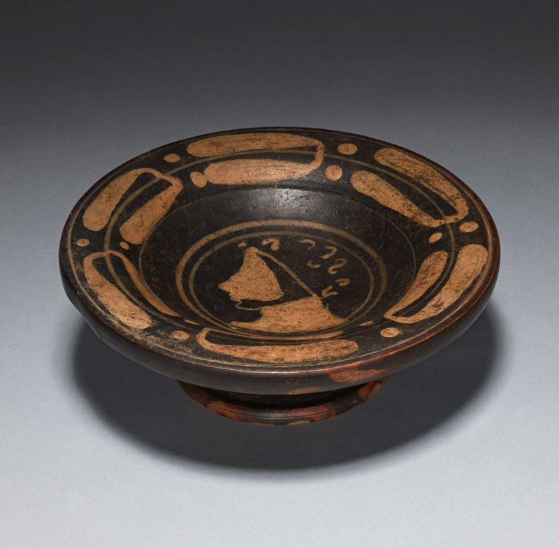 Footed plate