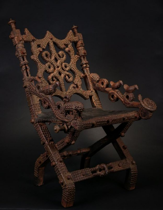 Royal chair, akonkromfi
