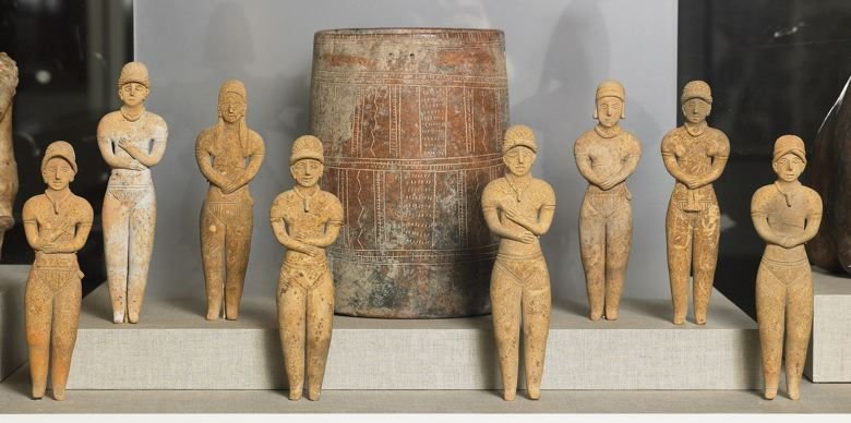 Jar with eight standing figurines