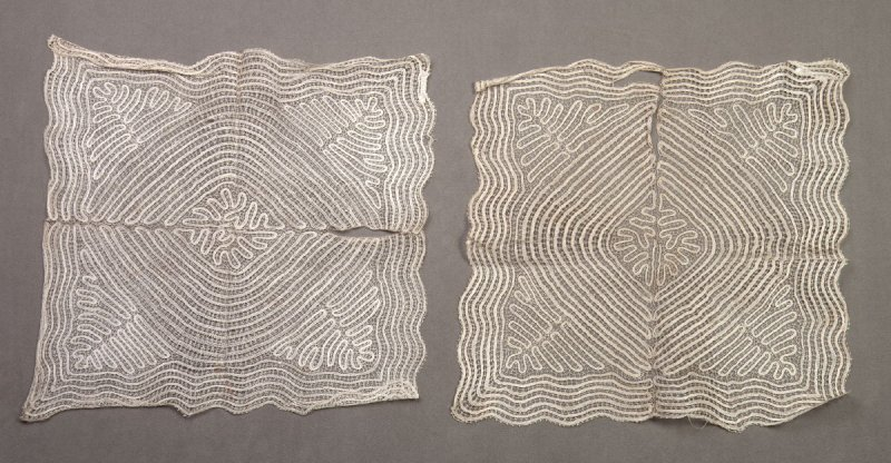 Pair of doilies (match 1981.79.13a and .13b-c)