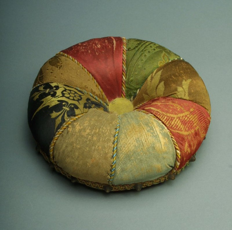 Large pin cushion with stand