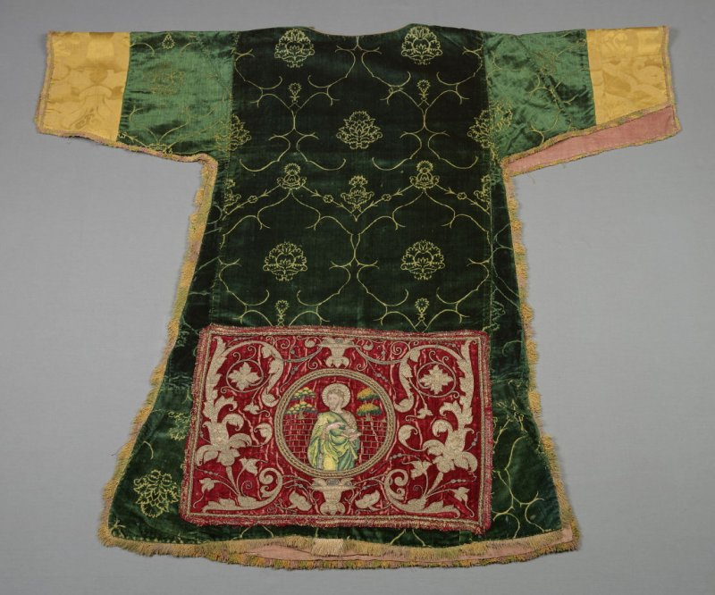 Dalmatic with embroidered apparels