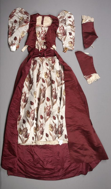 Woman's reception dress: bodice and skirt (with extra sleeves)