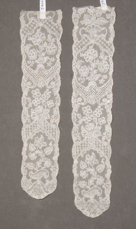 Pair of Point d'Angleterre Lappets