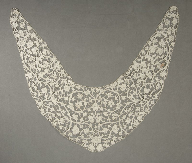 Collar scroll and floral design with tie-bars