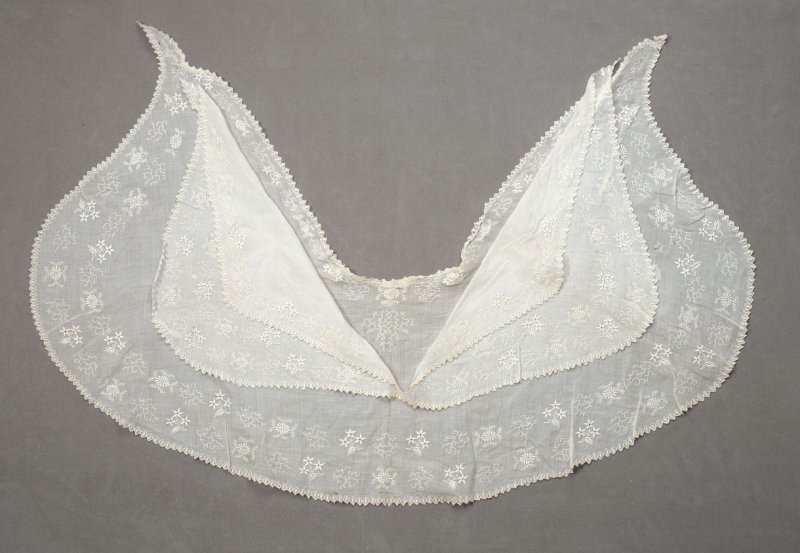 Embroidered collar or fichu