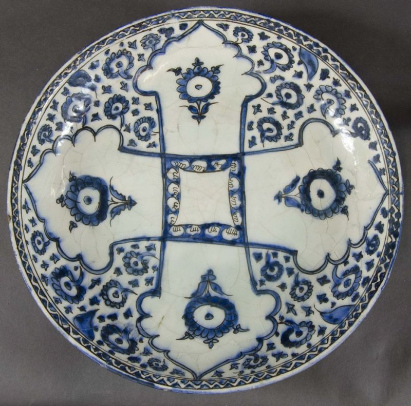 Safavid Charger, blue and white floral body, with arches