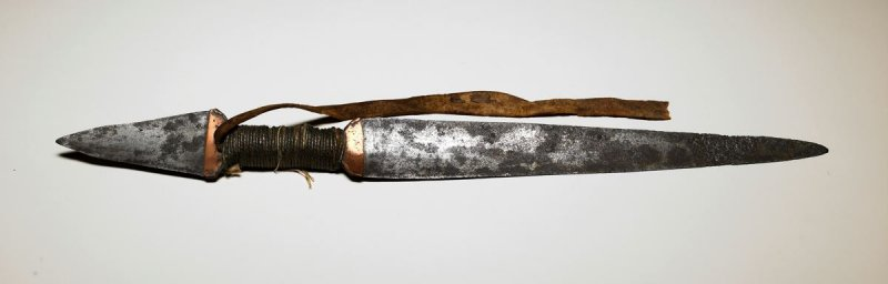 Double-pointed knife