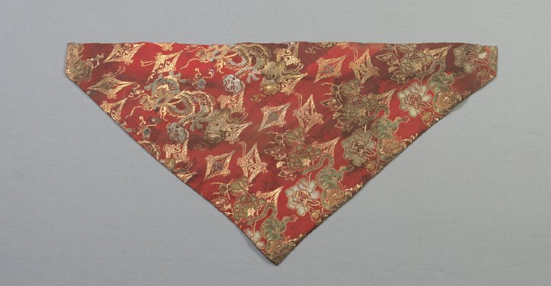 Triangular shaped textile fragment