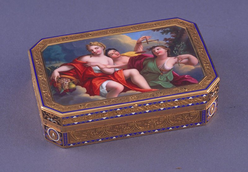 Octagonal Snuff box with Peace, Justice and Plenty
