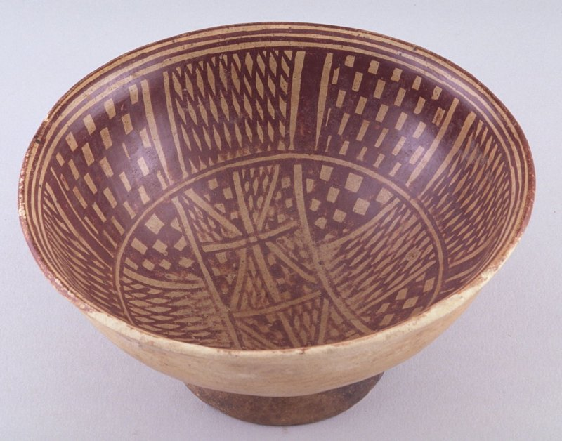 Pedestal bowl with geometric motif