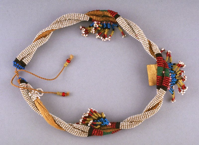 Twisted collar with bead fringe