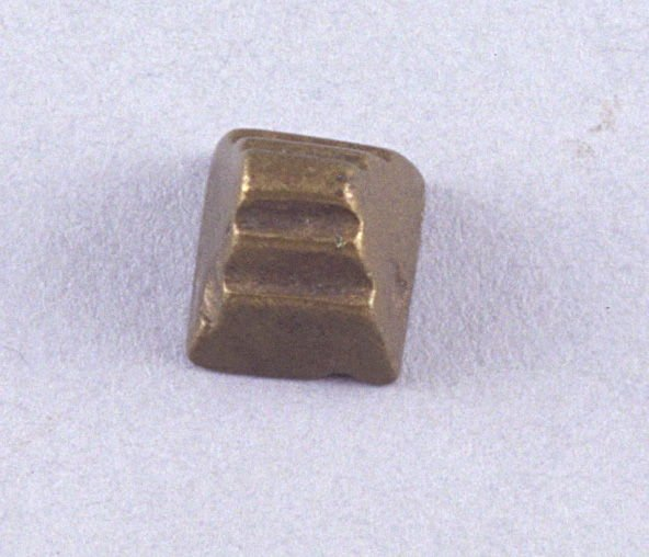 Goldweight with log design