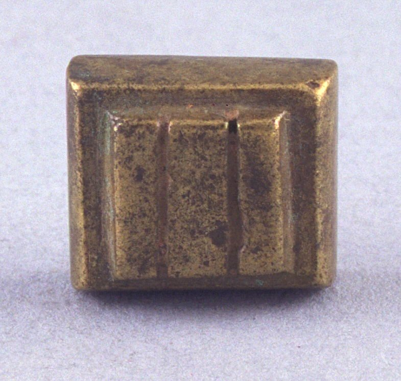 Goldweight with three line pattern