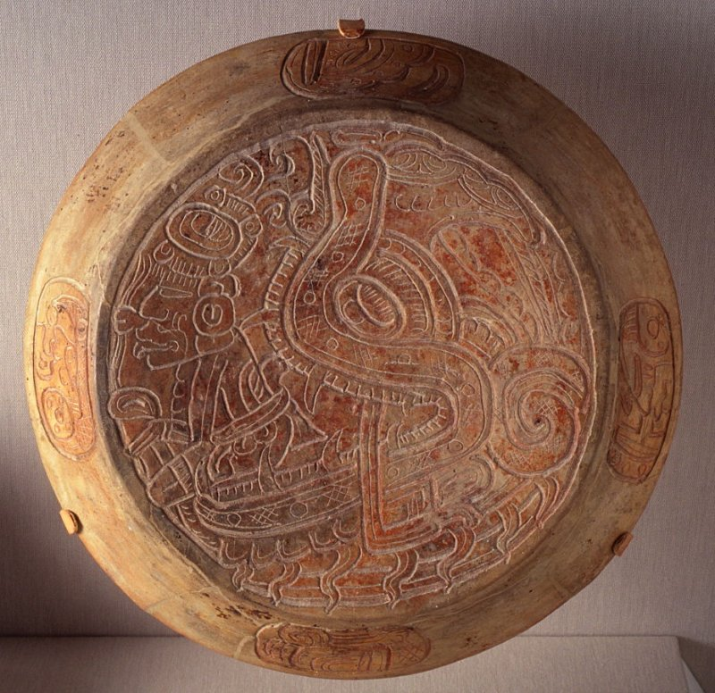 Cache vessel lid with serpent head