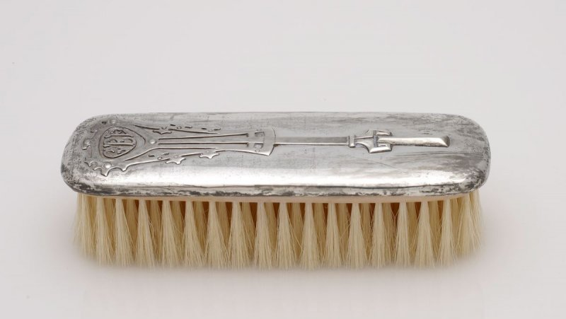 Dresser set: clothes brush