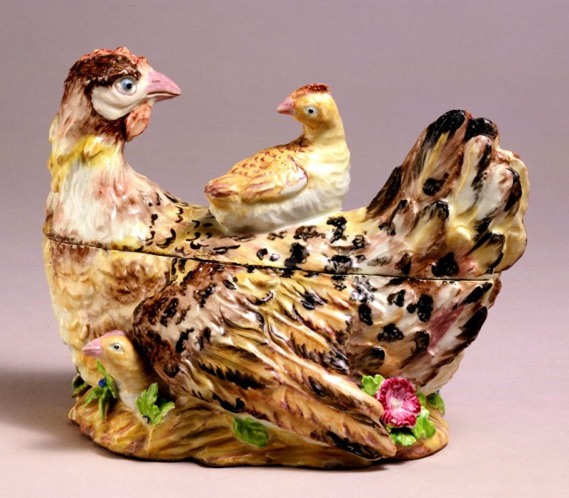 Tureen in the form of a hen and chicks