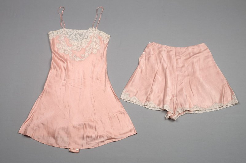 Camisole(*) and underpants