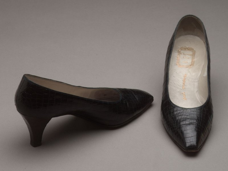 Pair of woman's shes