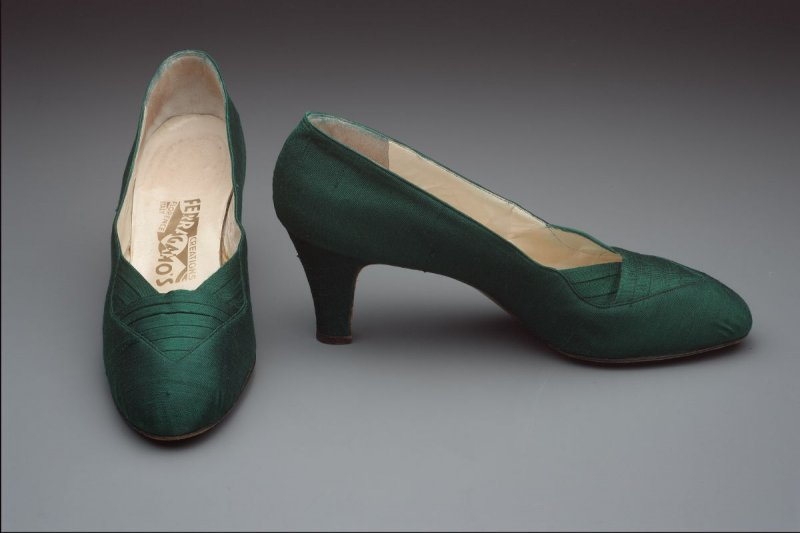 Pair of evening pumps (with dress: 1992.46.11)