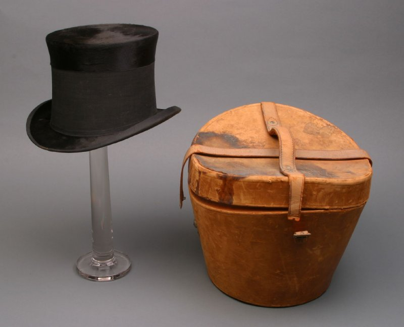 Man's top hat and case