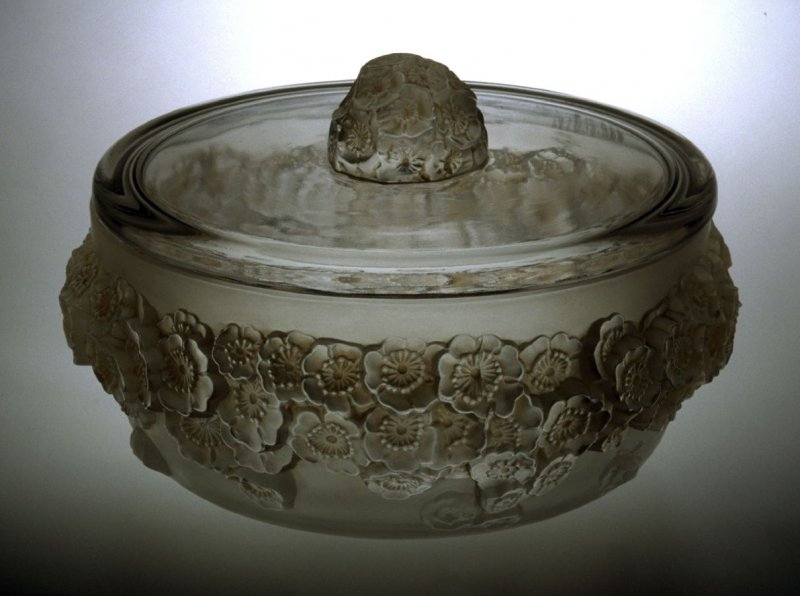 Candy bowl and lid