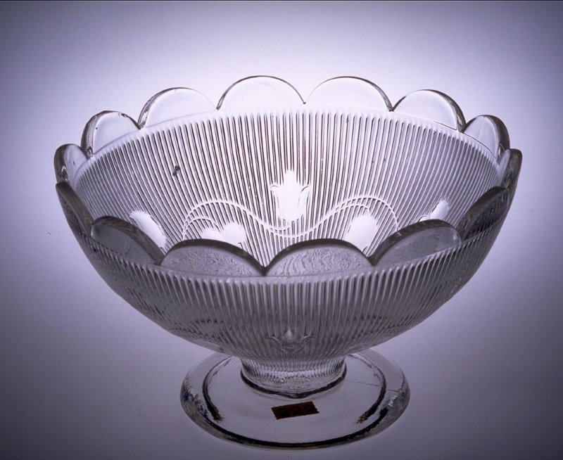 Footed bowl - ribbed bellflower pattern