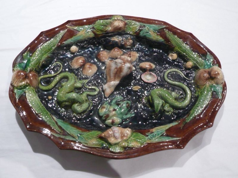 Plate with shell, lizard, scallop and leaf decorations
