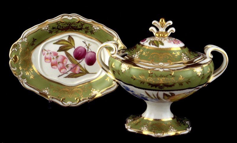 Covered tureen and stand