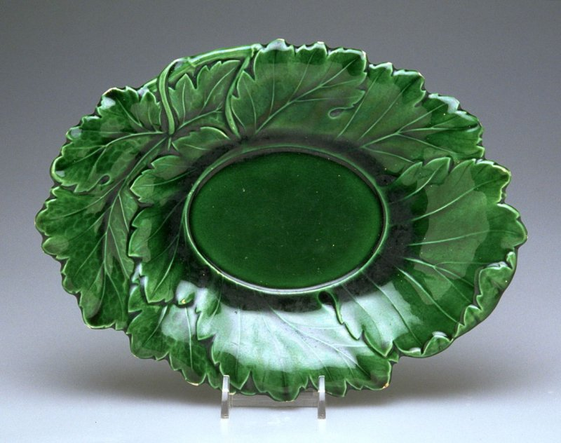 Oval leaf molded plate